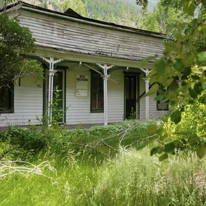 How to Find and Purchase Abandoned Properties