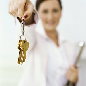 What Is the Difference Between a Landlord & a Property Manager?