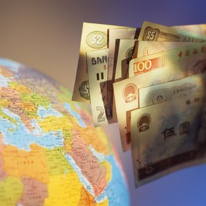 Safe Investments for Money As the Value of the Dollar Falls