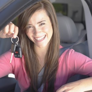 How Does an Auto Lease Look on My Credit Report?