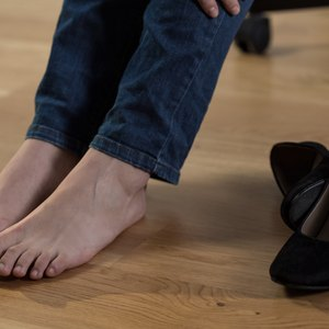 Can Uncomfortable Shoes Cause Swelling?