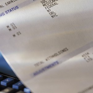 How to Calculate Taxes Using a Paycheck Stub