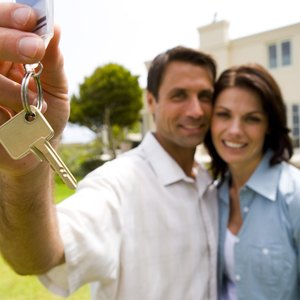 How Do Two Unmarried People Claim Mortgage Interest for Tax Purposes?