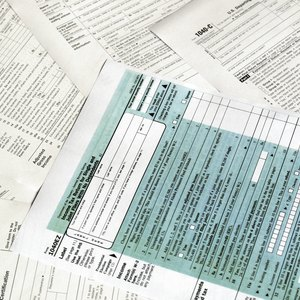 How to Claim Losses From a Small Business on Taxes