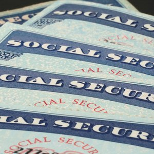Taking Social Security Early: Pros & Cons