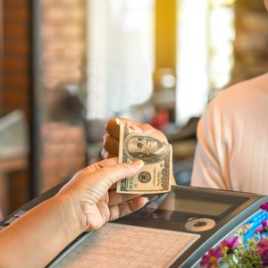 Advantages and Disadvantages of Paying with Cash