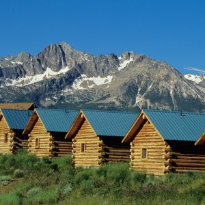 How Much Will It Cost Me to Build a Small Log Cabin?
