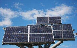 Advantages & Disadvantages of a Solar Power Plant