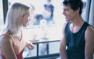 What Are 3 Body Language Signs That a Male Likes You?