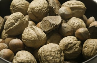 Moderate nut consumption supports weight loss.