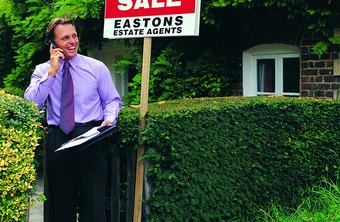 A business administration degree can lead to careers in real estate.