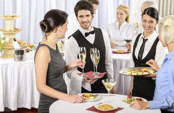 An estimated 612,990 Americans worked in the catering and special food services industry, as of 2013.