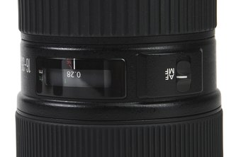 Both the Canon D400 and D450 use external lenses.