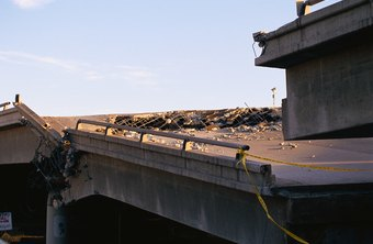 A forensic civil engineer analyzes how this bridge collapsed.