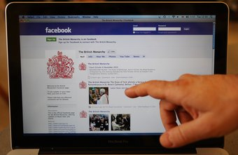 Link your Facebook photo post to relevant external content.