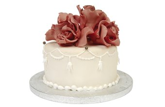 Everyone loves a beautifully decorated cake.