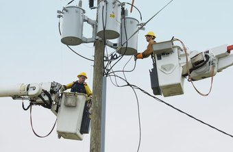 What Is the Wage for a First-Year Apprentice Lineman?
