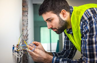 Electrician Union Job vs. Regular Electrician Job