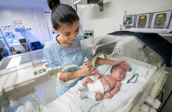 Pros and Cons of Being a Neonatal Nurse