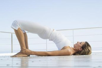 Bridge pose helps in recovering from hamstring tendinitis.