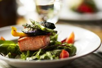 Vegetables, fatty fish and other nutritious foods boost kidney health.