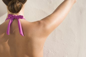 How to Develop the Trapezius With Dumbbells