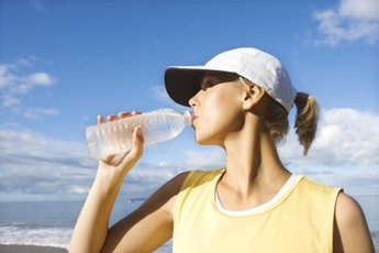 Drinking too much water during intense exercise leads to water retention.