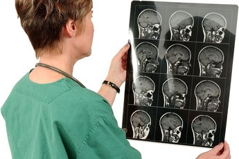 The Difference Between a Radiologist & a Radiology Technician