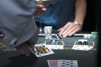 Duties & Responsibilities of a Casino Dealer