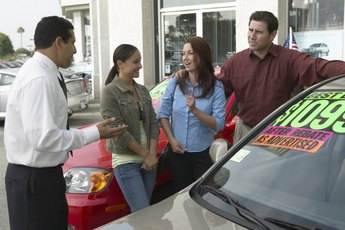 Can You Trade in a Leased Car Early to Buy Another Car From a Different Dealership?
