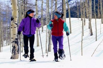 Snowshoeing helps you burn calories to lose fat quickly.
