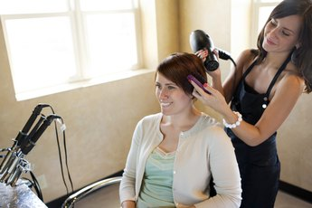How Much to Tip a Hairdresser for the Holiday?