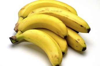 The Grams of Sugar & Carbs in a Banana