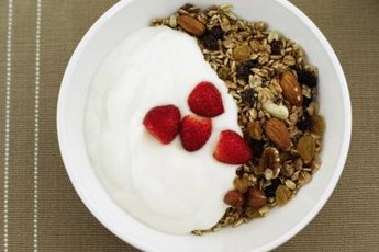 Whole grains, yogurt, fruits, vegetables and nuts are low-GI foods suitable for PCOS sufferers.