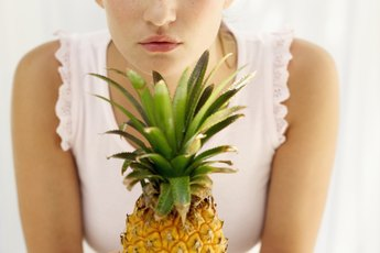 What Are the Advantages & Disadvantages of Pineapple?