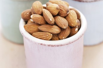 Fat, Carbs & Fiber of Almonds