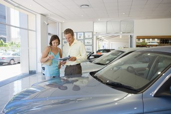 Does Bringing Cash to a Car Dealership Matter?