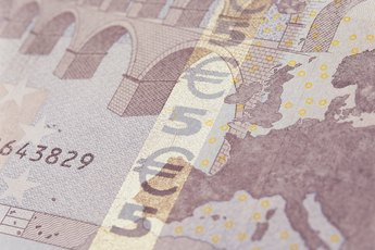 How do I Cash a Check in Euros at a U.S.Bank?