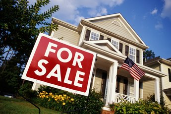 How to Buy a House in Cash From Family Member of a Deceased Owner