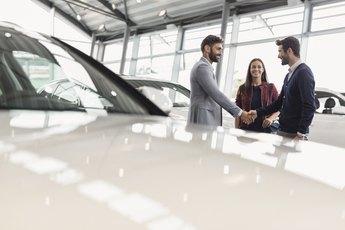 Advantages & Disadvantages of Leasing or Financing a Car