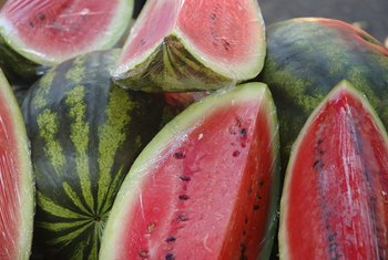 One cup of watermelon contains 46 calories and 0 grams of fat.