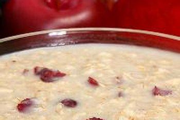 A breakfast of oatmeal with apples and cranberries gives your body a good start in the morning.