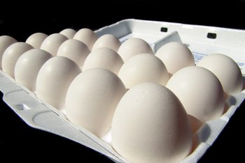 One large egg contains 72 calories.