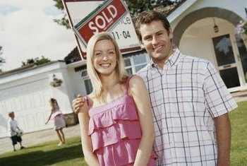 Buyers of foreclosed homes are most successful when offering cash.