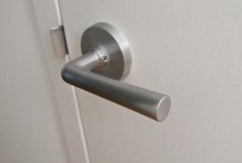 How To Remove The Faceplate From A Lever Door Knob Home