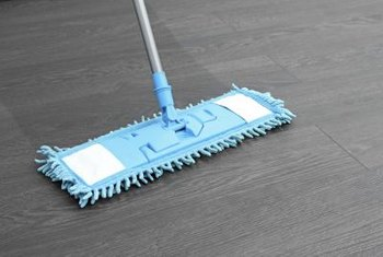 How To Clean Laminate Flooring Without Streaking It Work In Small Areas Drying As You Go Reduce