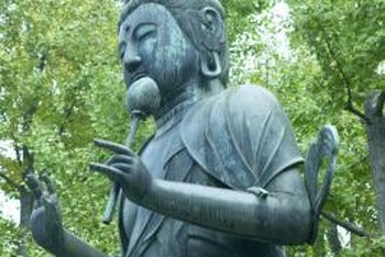 Statues of spiritual figures promote the meditative feeling of a Japanese garden. & How to Design a Backyard Japanese Garden | Home Guides | SF Gate