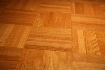 Exceptionnel Loose Planks, Discoloration And Gapping Are Common Problems With Oak Parquet .