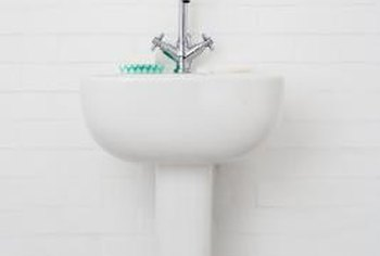Pedestal sink fixtures come in a variety of sizes and styles.