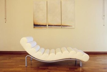 Like this one, Le Corbusier's chair features a curved cushion, and can be highlighted with minimal decor.